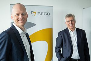 Steffen Böhm becomes new Managing Director at BEGO Implant Systems (left: Steffen Böhm, right: Walter Esinger)
