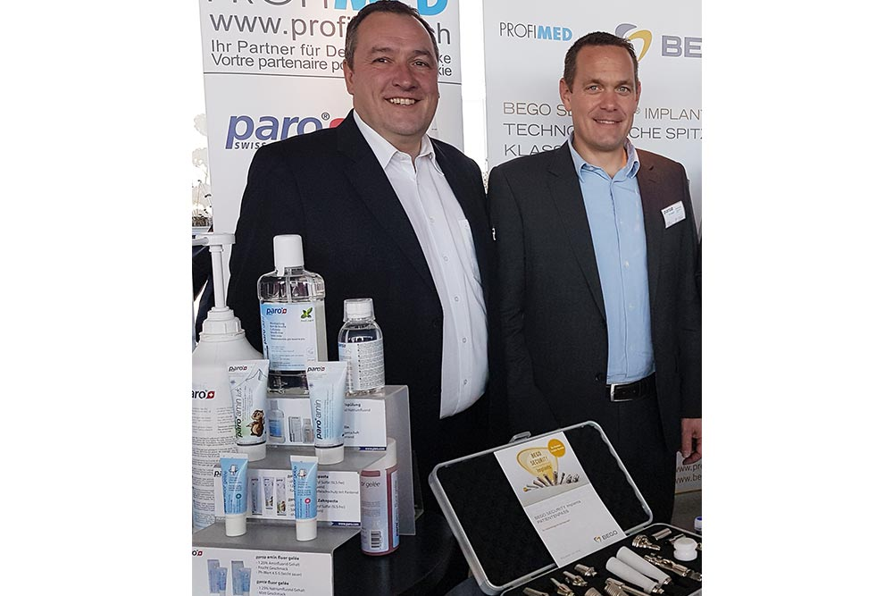 On your marks, get set, go: Wolfgang Bublies (left, BEGO Implant Systems) and Patrick Sutter (right, Profimed) present the Sales launch of BEGO Semados® products in Switzerland at the Swiss Implant Congress in Bern.