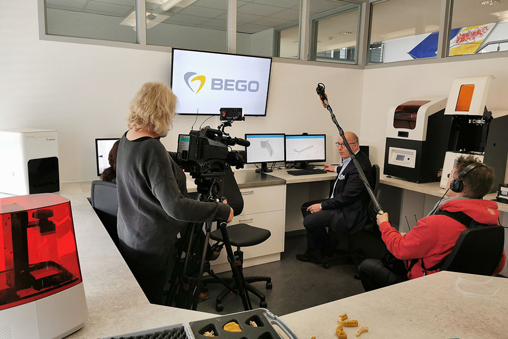The local media show great interest in BEGO's anti-corona commitment. Christoph Weiss, Managing Partner of the BEGO group of companies, explains in an interview which measures BEGO is taking to prevent the virus from spreading.